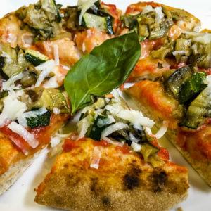 Pizza asparagi verdi e salsa bolzanina