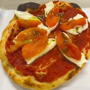 Pizza mozzarella di bufala e pomodori confit
